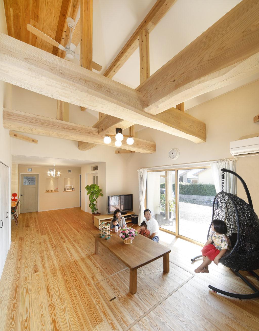 M邸「おおらかな木の梁に守られて、家族の未来はもっと豊になる」