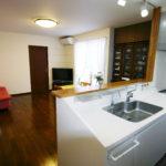 広いリビングと奥様理想の対面キッチン