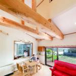 T低「伝統の彩りをまとい家族を包む和デザインの家」